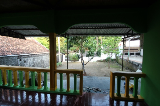 A Javanese front yard (with 5 mangoes trees surrounding the house)